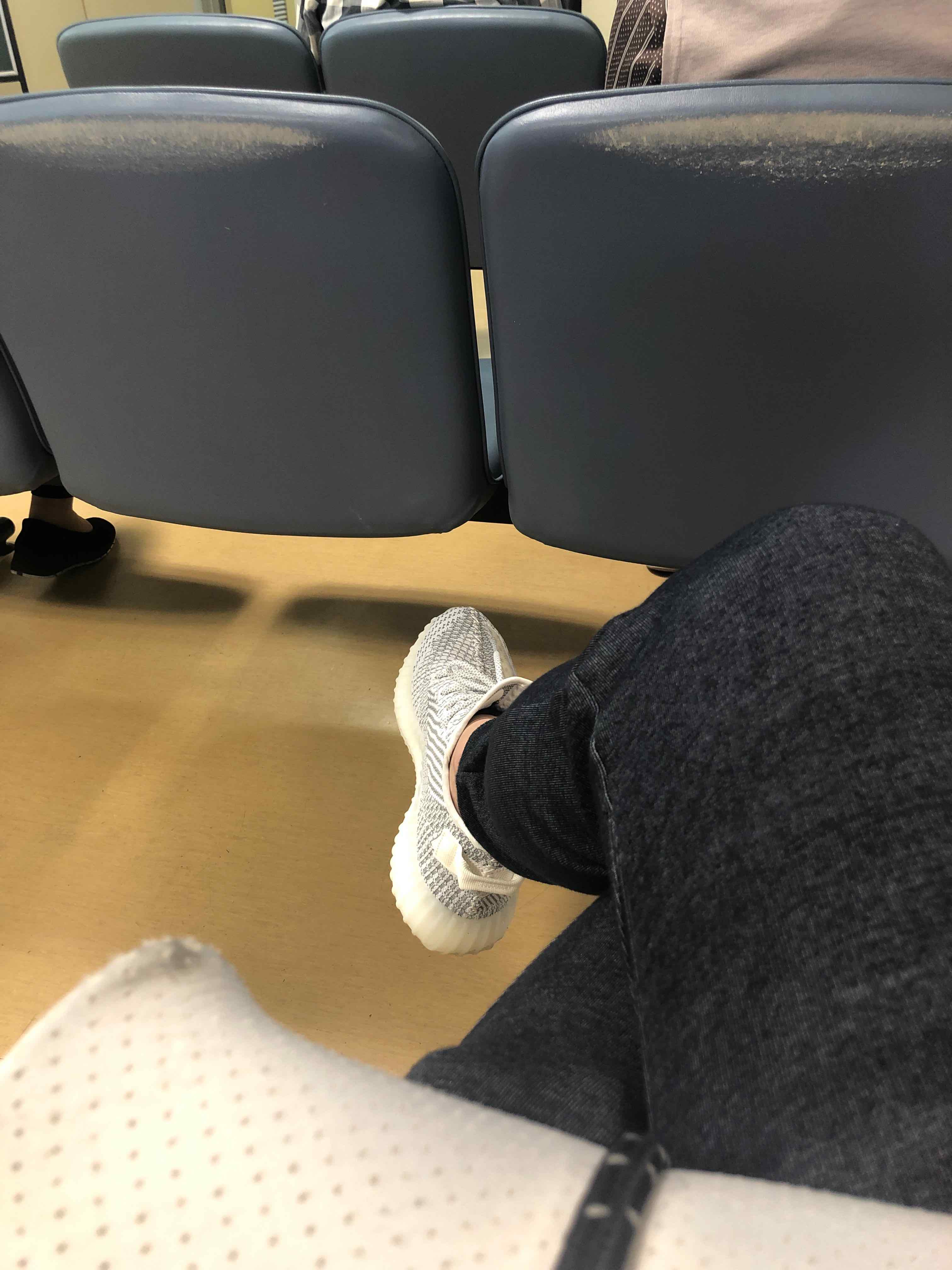 今は、病院の待合です。 膝が、痛い…  アントリア欲しいです。