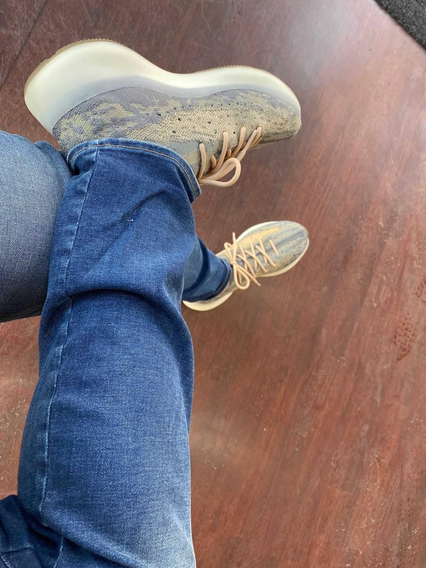 ざす!  今日こそ、履きました。 夜は、雨らしいが。。。 自社の若いスタ