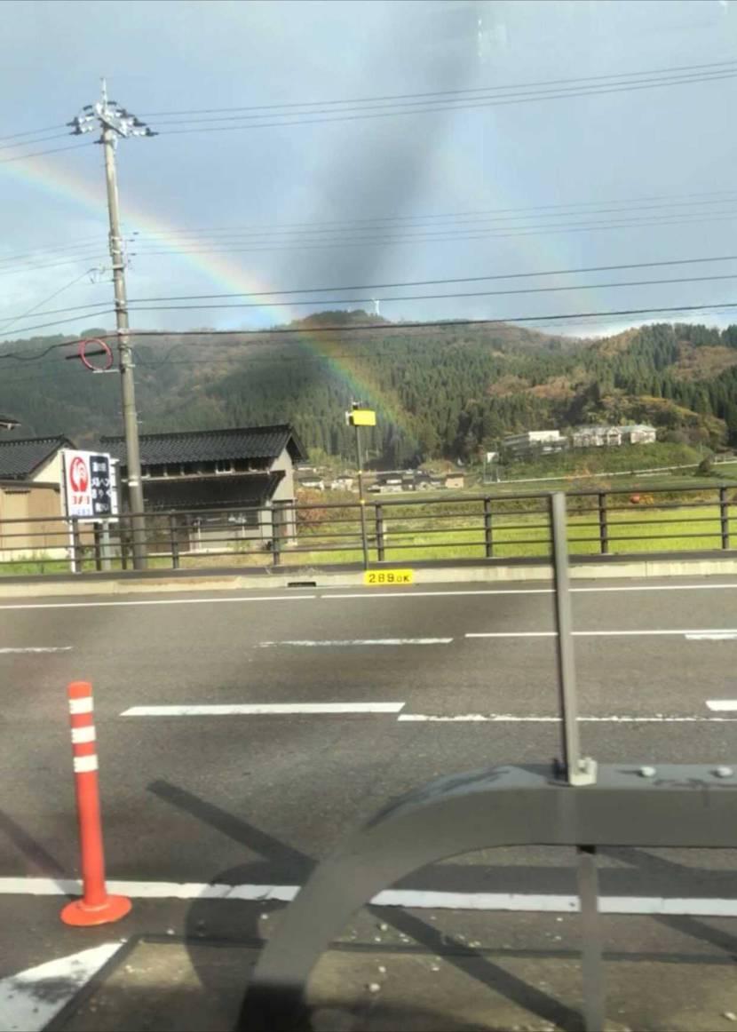 運命の1日です(^^) 運転してたら朝8:55~9:05分に虹が2本出現🌈🌈