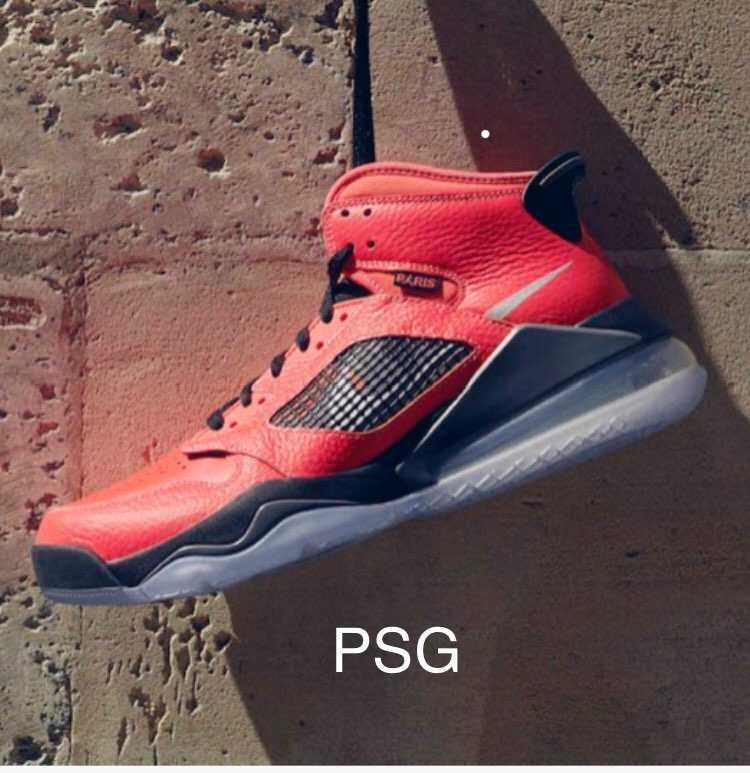ジョーダンとパリ・サンジェルマンのコラボ スニーカー欲しい。6月は人気のある