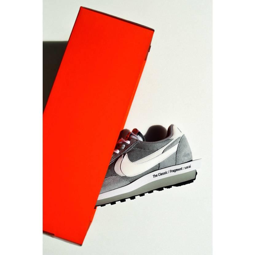 Fragment x sacai x Nike  シンプルなカラーリングで、オ