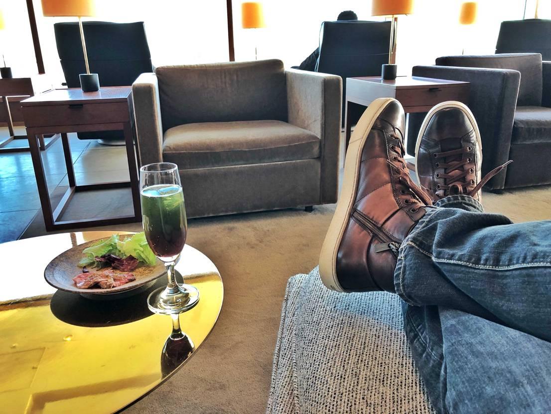 クリスマス休暇です   おともはサントーニのハイカット 革靴が有名ですが、
