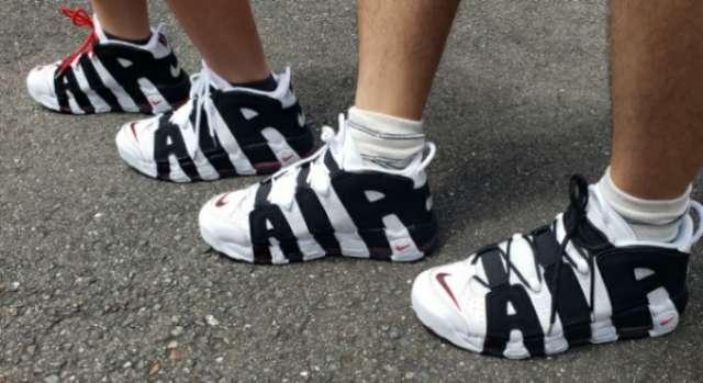 親子履き(^^) 私は少し大きめ、息子はデカ履きでサイズが近いので私は白黒、息子
