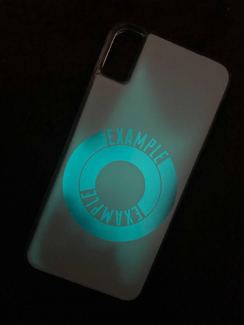 スニーカーじゃないけど、やっと届いたー😆 iPhoneケースです。 蓄光です