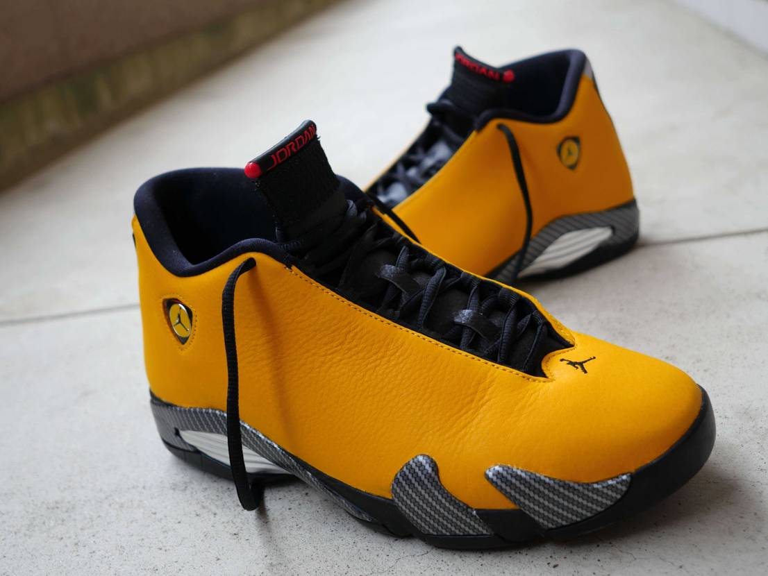 NIKE AIR JORDAN 14 YELLOW FERRARI  早く履いて