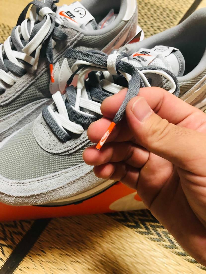 シューレースを別で購入した濃いグレーに変更しました🤗  先がオレンジなのが合
