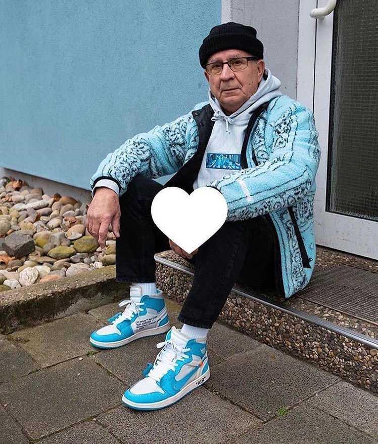 すみません!!靴の事じゃ無いんですが質問です!! このグレーのパーカーってどこ