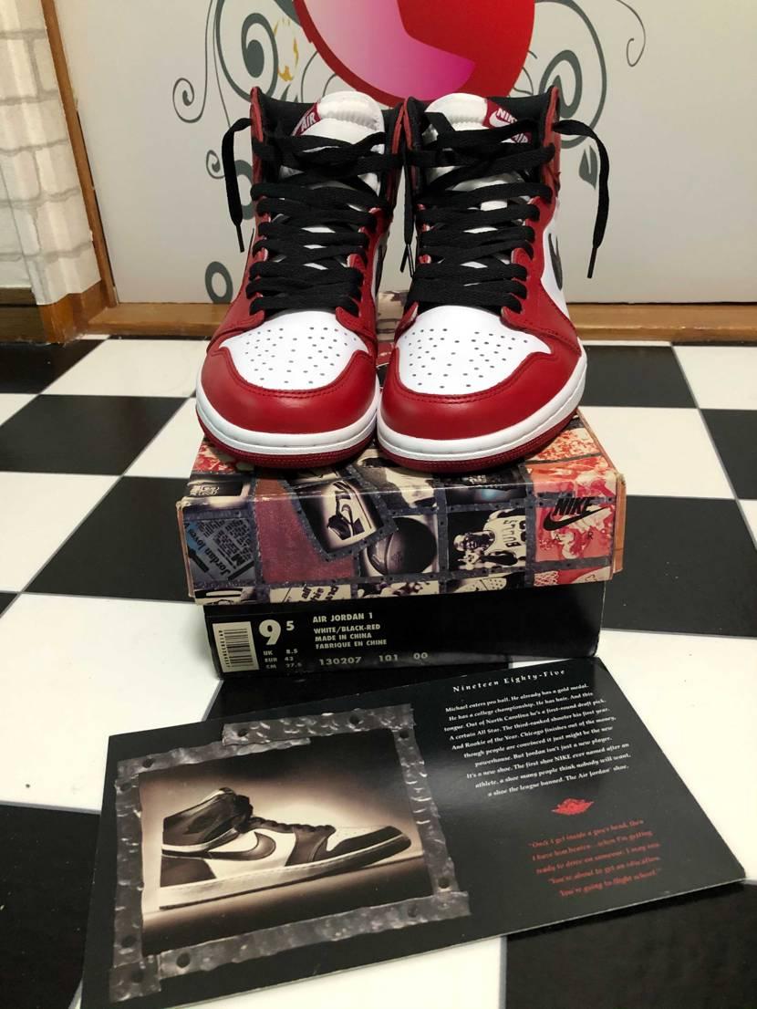 箱だけでも懐かしい。箱の中身は履き潰して写真の靴は2015年のChicago B
