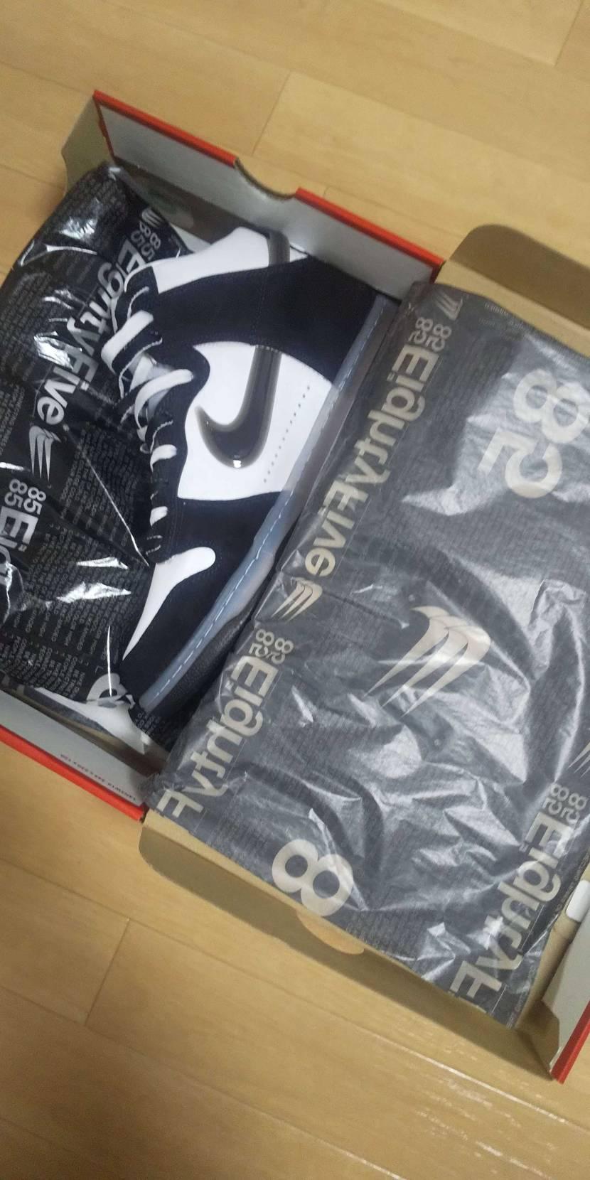 包み紙が特別仕様でした。 明日から早速履きます!