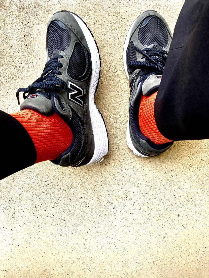 2枚目の写真見てオレンジの靴下めちゃ合うなぁと思って買ったので、今日初外履きでオ