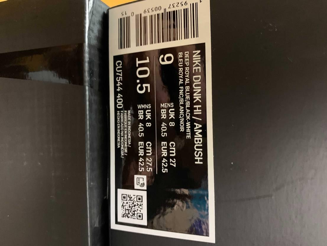 今日スニダンで新品購入したディープロイヤル届いたのですが、黒タグもなくシューレー