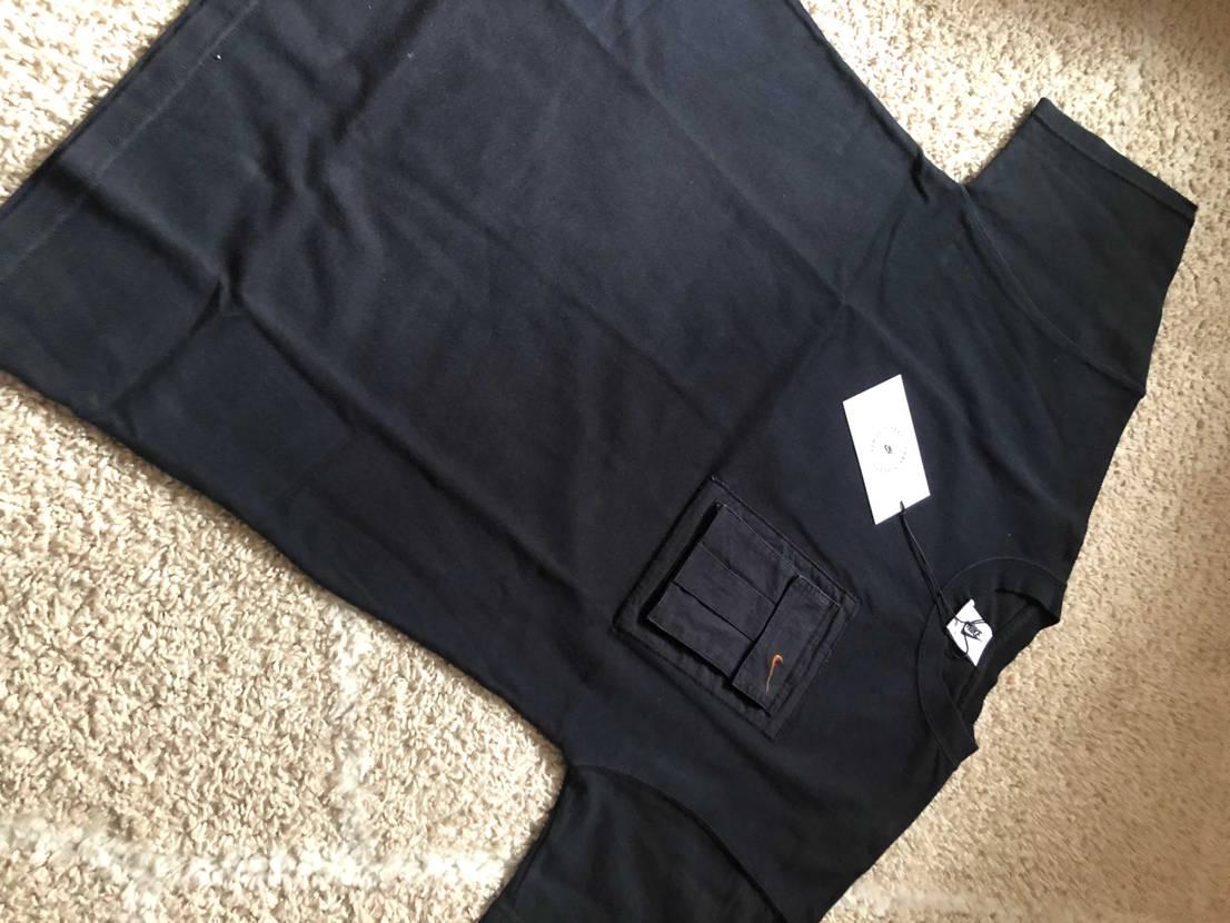 Tシャツ届いた〜!172cmでXSにしてみたけど横がちょっとキツイかもって印象。