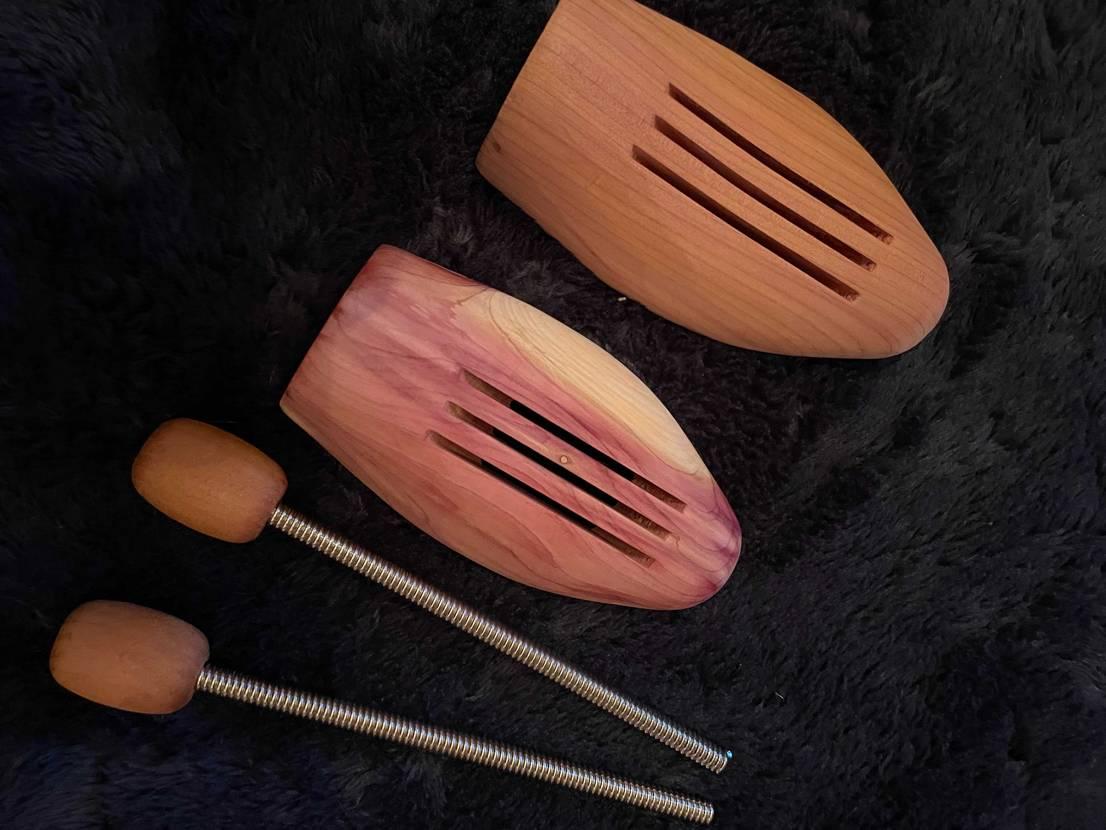 先日、たくさんご意見頂いた方々ありがとうございました😊 シューキーパーは木製に