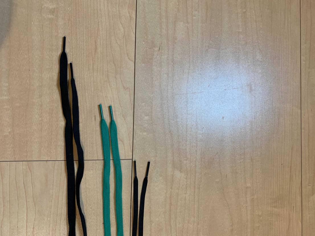 sacaiの紐ってこんな長さ違うの? あと付属品の紐はそもそも2センチくらい長
