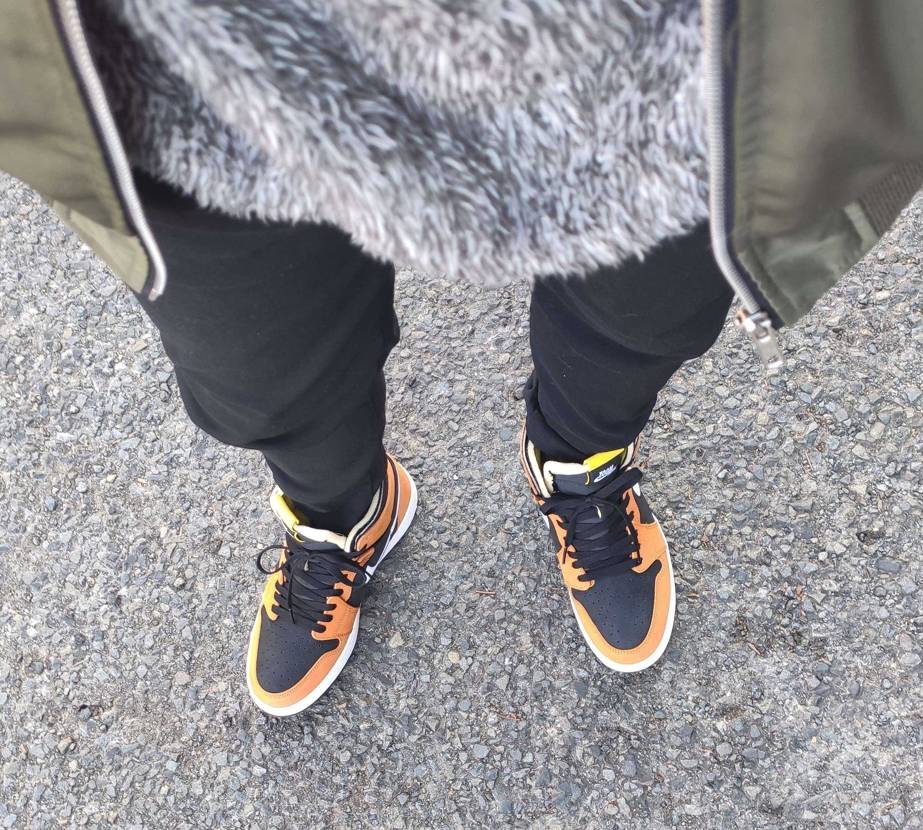 着画アップ。革がとても柔らかいです。結構オレンジ。 #nike  #aj1