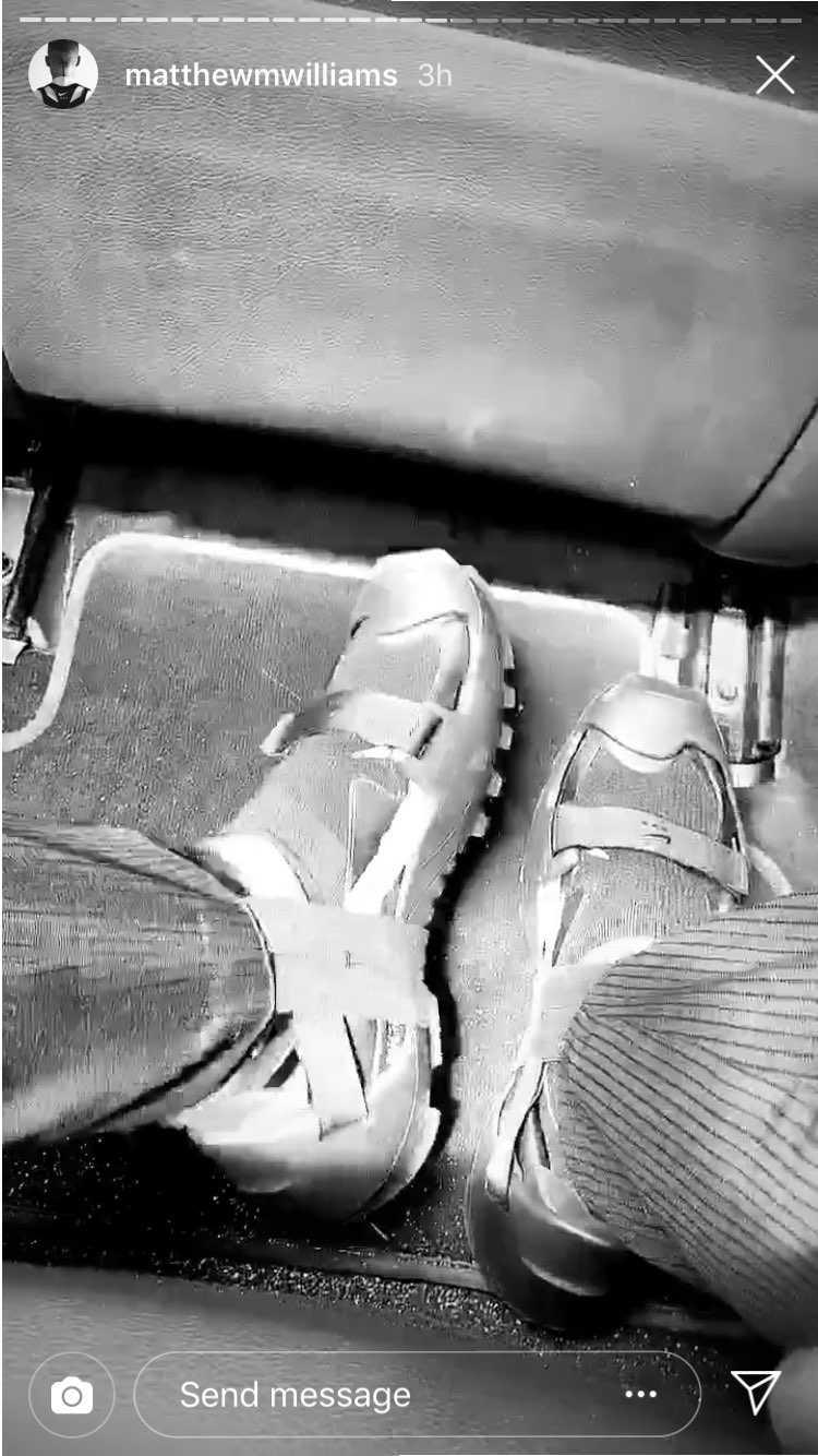 ウィメンズの方がカッコ良いけど、足にぴったりで履く靴だろうし幅しんどいかなあ