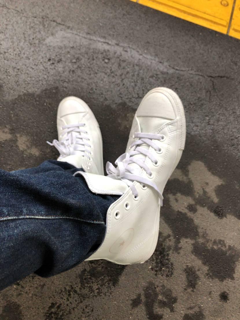 大雨でびしょ濡れだ。 でもこのスニーカーなら大丈夫!! #コンバース