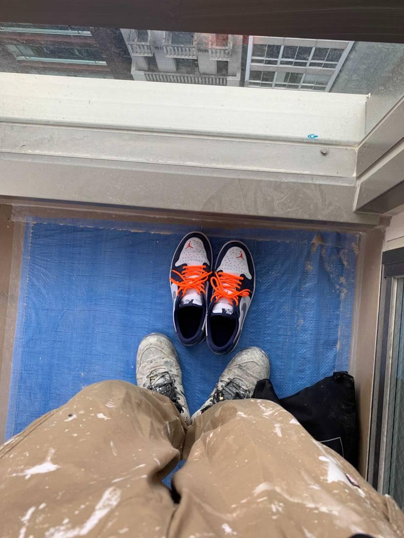 昼休みにNIKE原宿に行かなきゃだ( ・᷄-・᷅ ) 仕事中は汚い靴で我慢😎