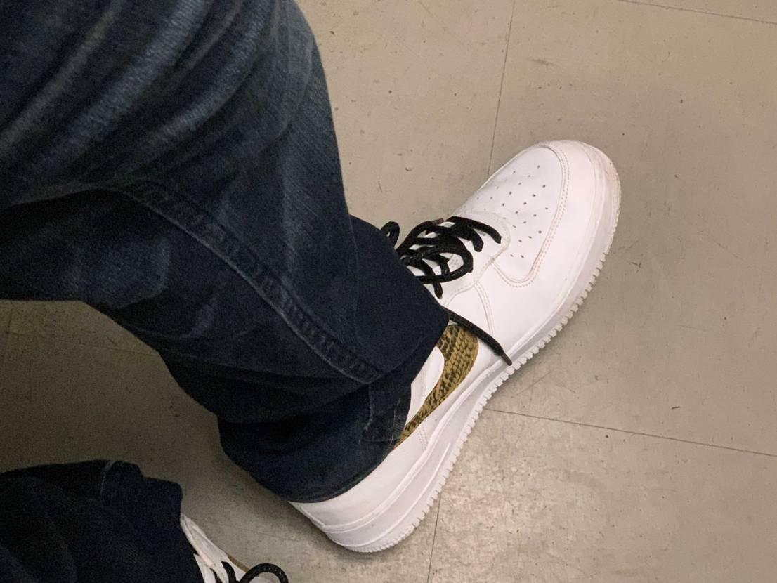 履きやすいからなんだかんだ良く履く🤨 悪くいえば汚れてもあまり気にしない靴🤡w
