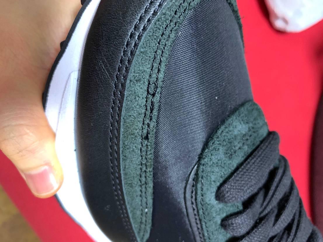 株で購入したんすけど縫い目がダブってたりほつけてたり‥しかも替えの靴紐2つがタグ