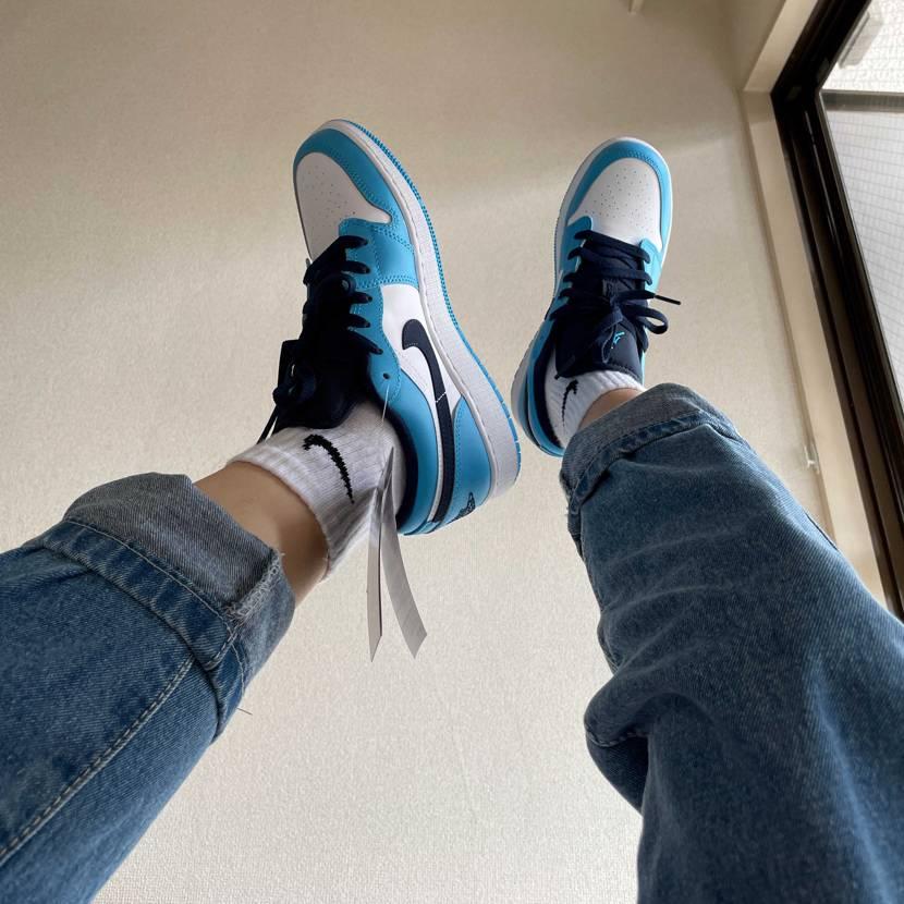 この色は綺麗いですね。UNC(university blue)の色の靴はいつも高