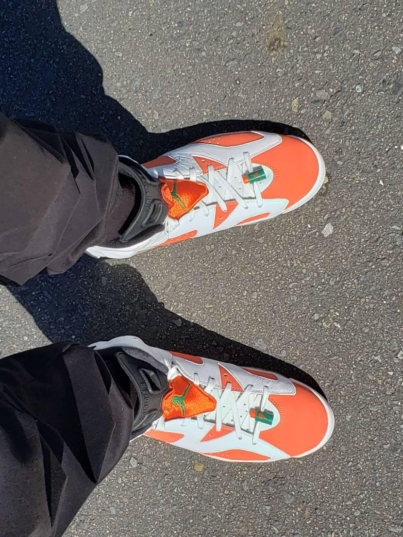 今日はベルテックス静岡の開幕戦。 チームカラーのオレンジのバッシュを履いて応援し