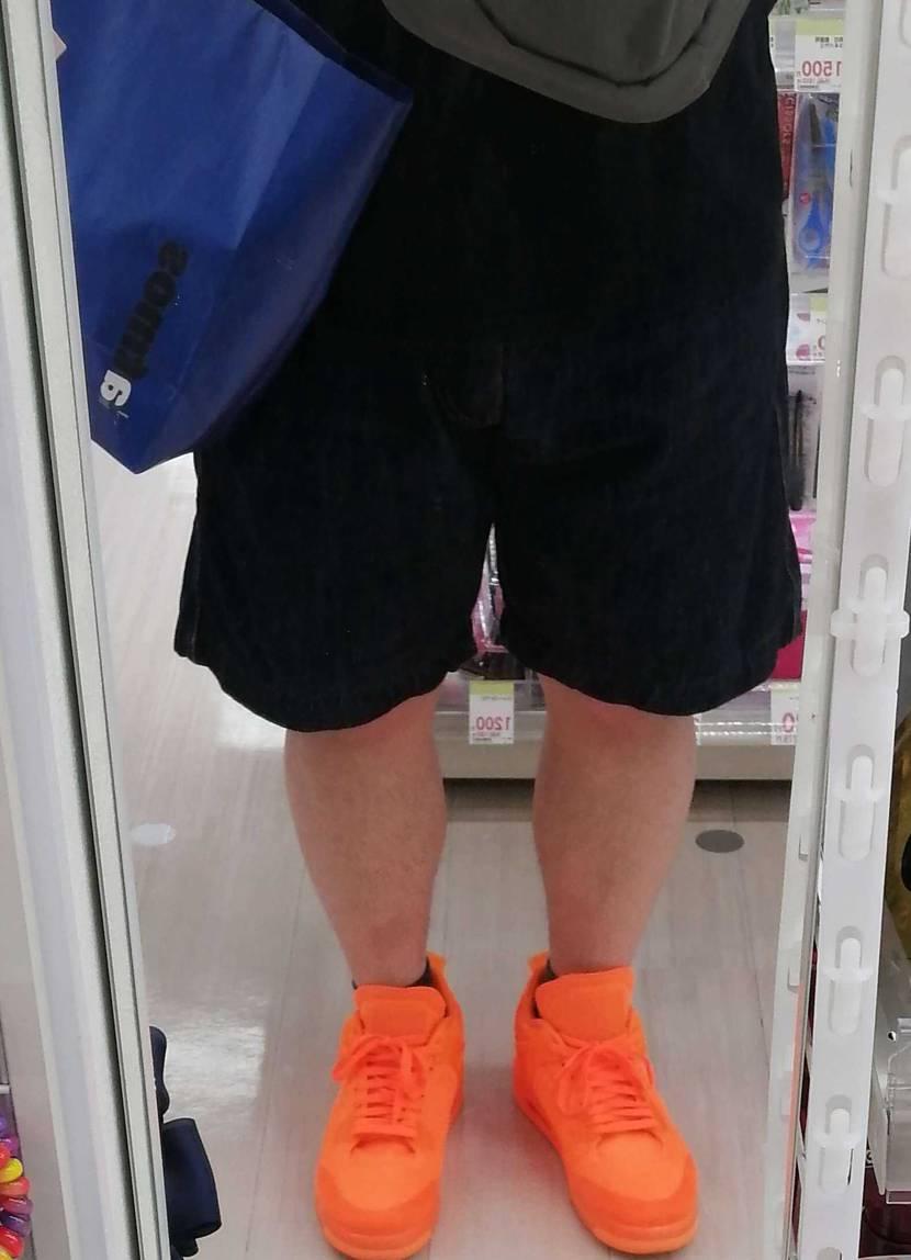 久しぶりにジョーダン4フライニットオレンジを履いてみました。夏を先取りしてますが