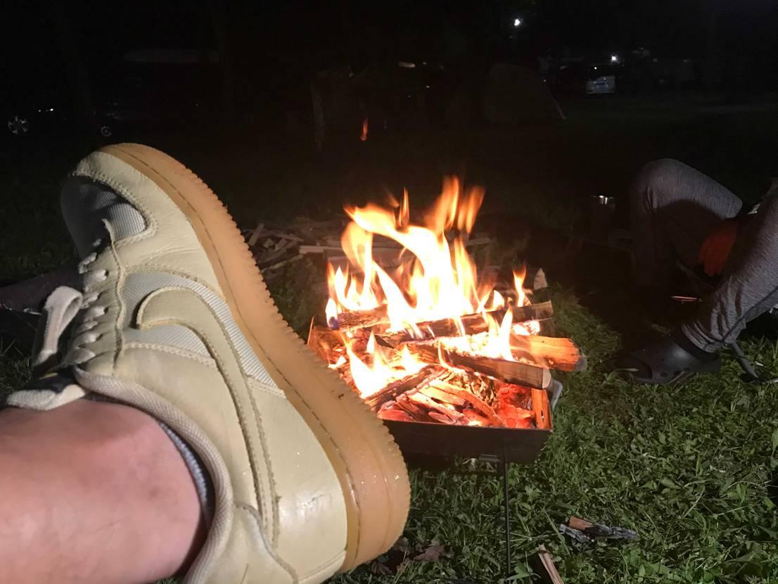 キャンプ⛺️ 焚き火最高です🔥 キャンプにはゴアテックスが相棒👍