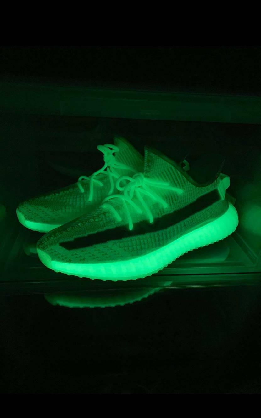 yeezy boost 350 v2 Glow In The Dark 🥰🥰