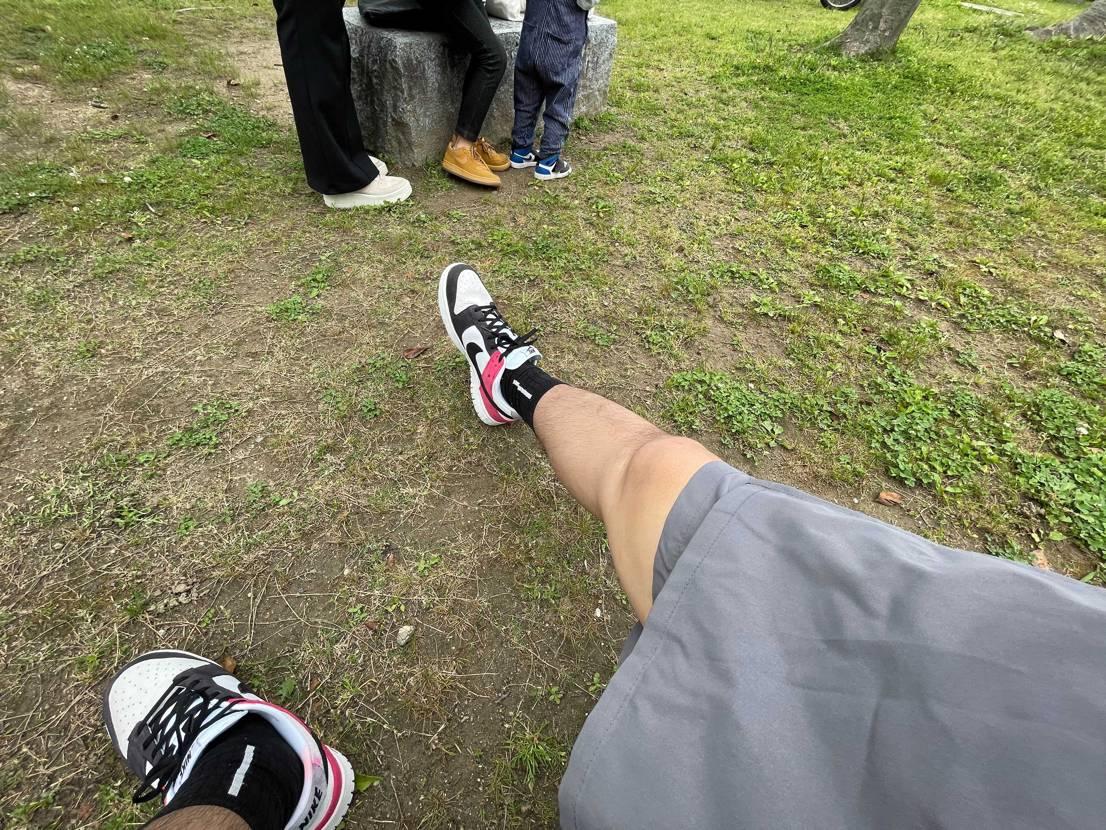スウェードつま黒DUNK  人混みを避け、家族で公園へ