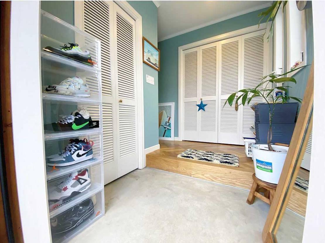 玄関のお掃除がてら撮影しました📸 NIKEのスニーカーはインテリアによく合いま