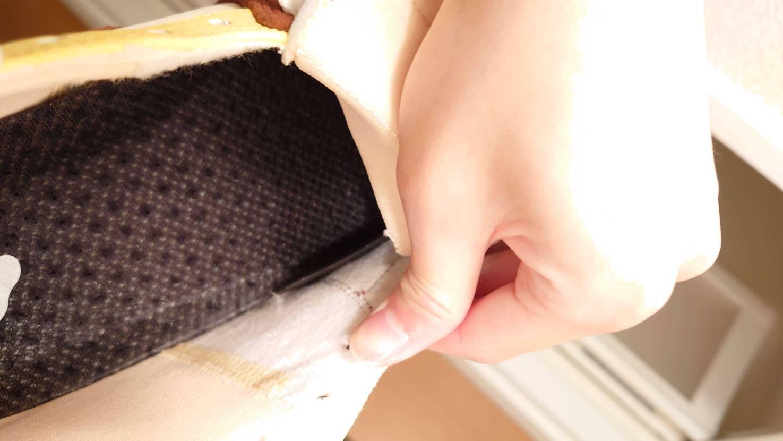 小指がシューガードに当たって痛いのですが小指に当たる部分のどこを切ればいいのピカ