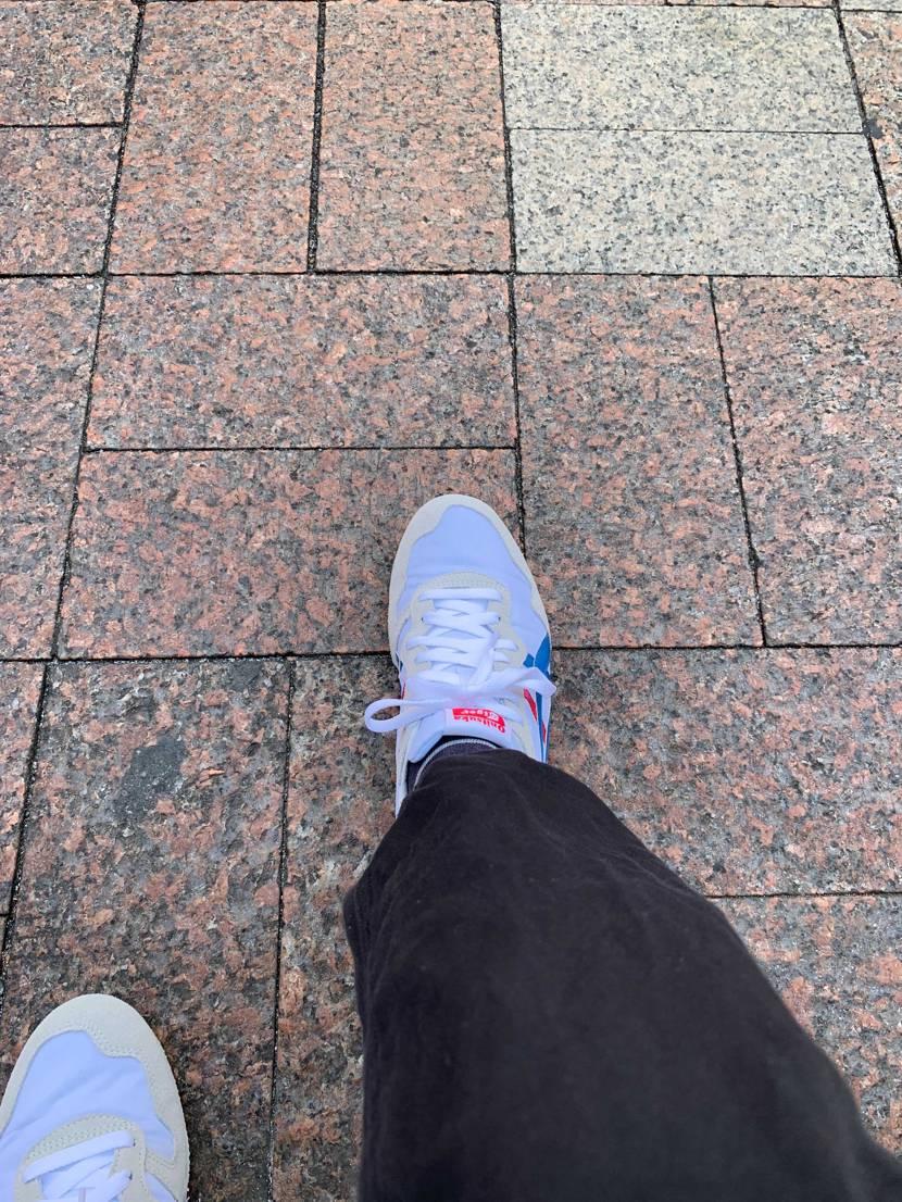 梅雨の間買った靴をおろすには最高の天気ですが結局蒸れたりするのが怖く一番履きやす