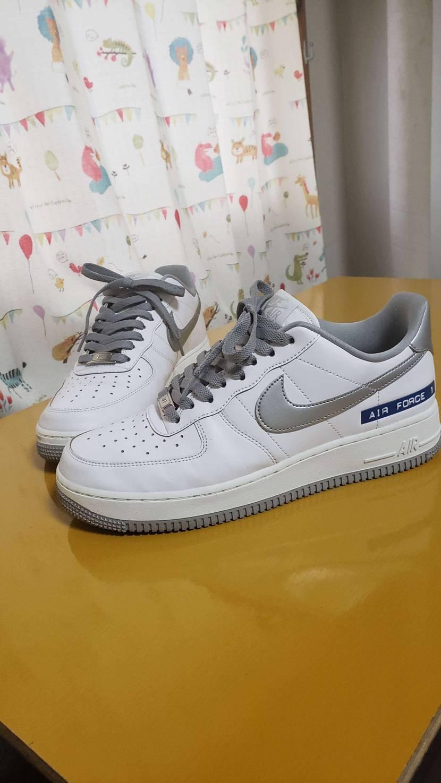 『白い靴は似合わない』 それが妻の評価。 ちょっと悔しいのでシューレースをスウッ
