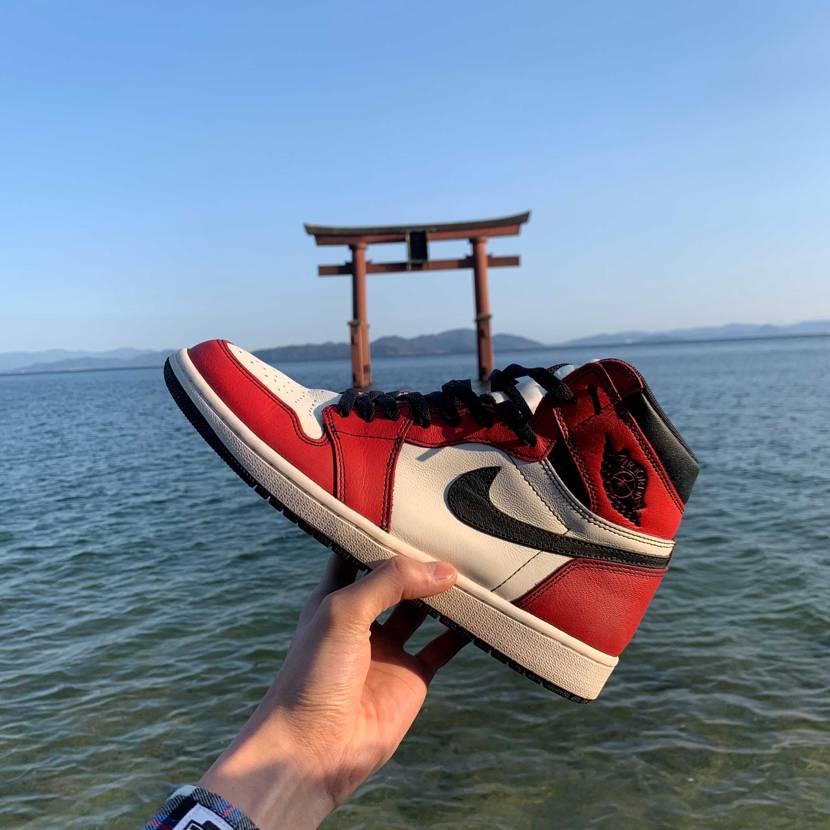 本日は滋賀の琵琶湖に浮かぶ「白髭神社」へ。琵琶湖にぽつんと浮かぶ鳥居は 日常を忘
