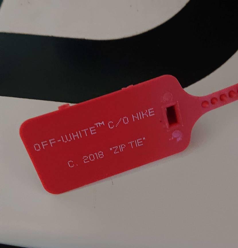 シューレース買ったとこでレビュー書いたら赤タグあげますゆうて書いてみたらまさかの