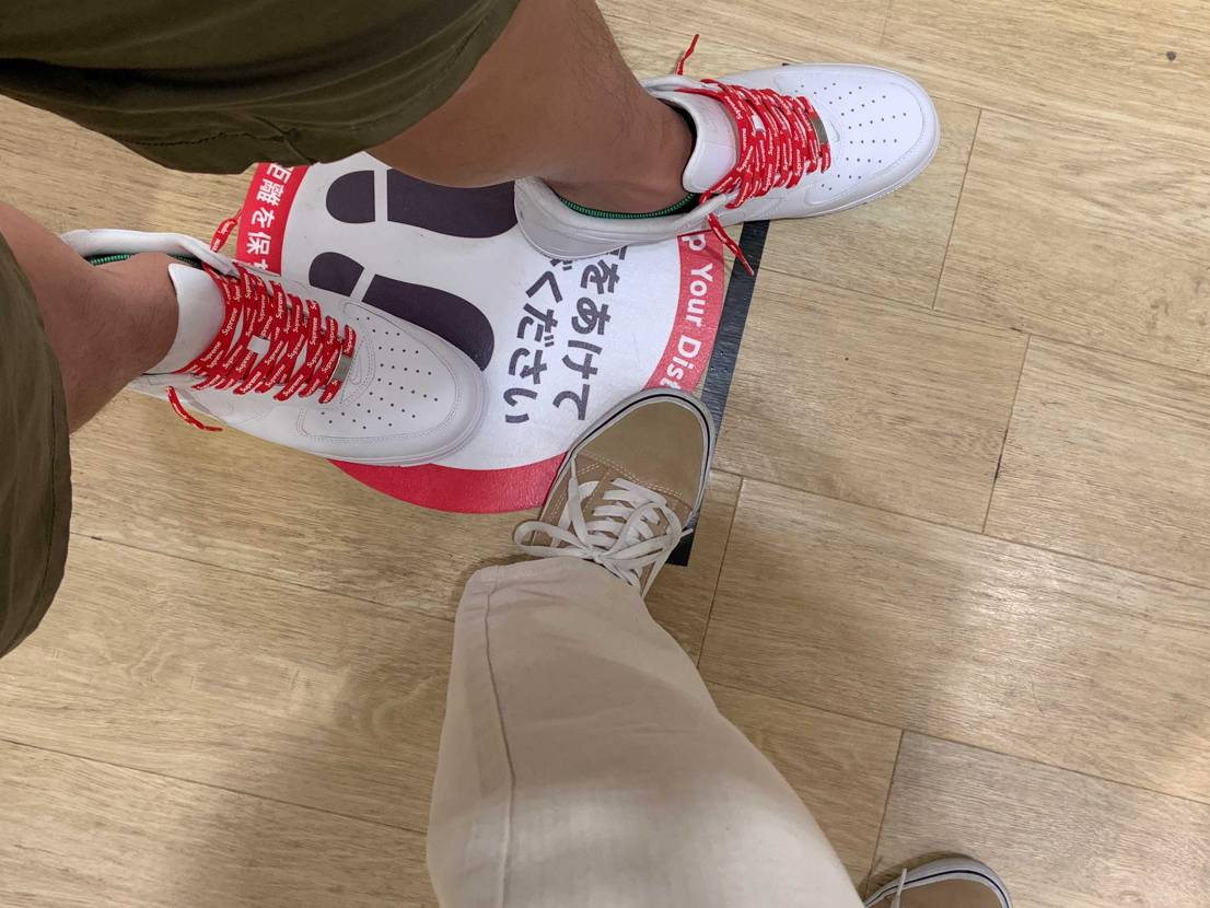 昨日は久しぶりに、お買い物へ 新しい靴で出かけました!!  やっぱ白に赤の
