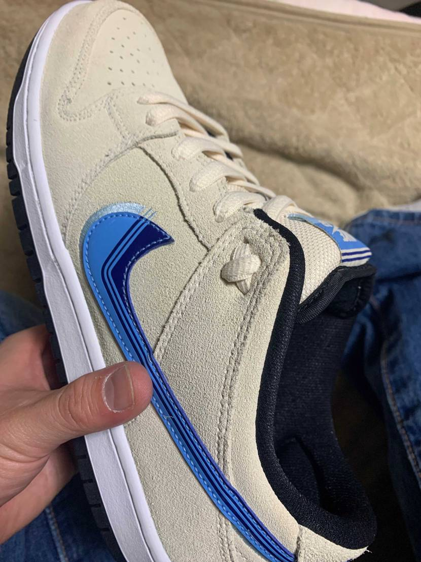 Dunkの靴紐このようにしてる方に聞きたいです。 正直、靴紐の先痛くないですか
