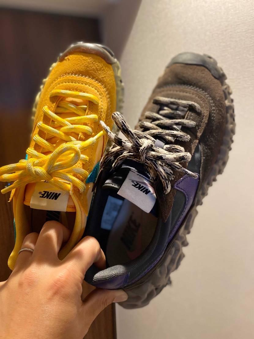 右は私 左は妻の山吹色波紋疾走 メンズなので−0.5cmで購入でちょうど良か