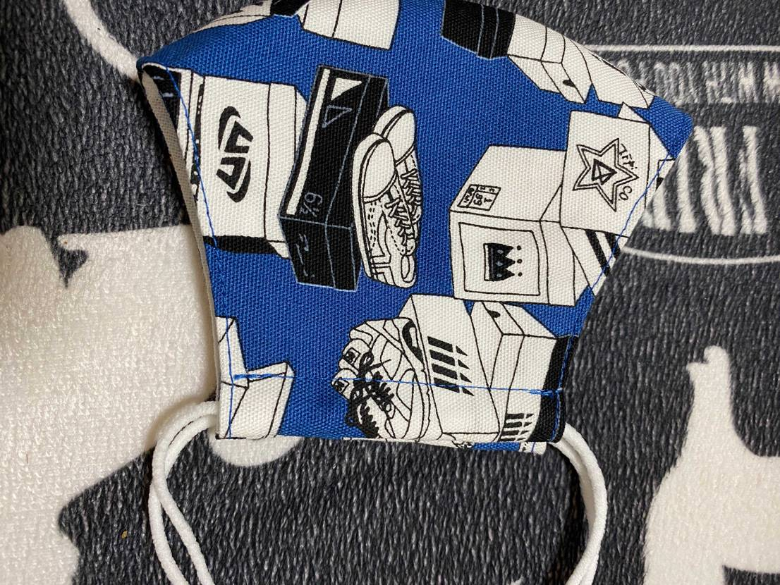 ベンジェリもTravisも安定のハズレだったので、スニーカー柄の布を使ったマスク