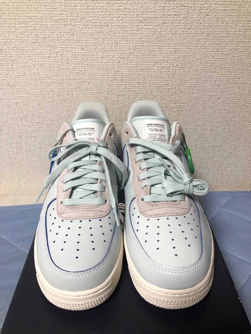 この夏に買って使い回してる靴です。 色が好みでStockXで購入。 ベロ部分