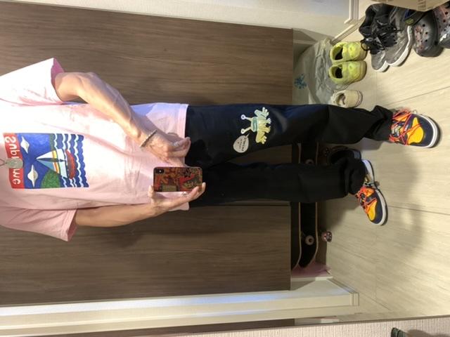 妻とウォーキングコーデ。 TシャツはMサイズ。パンツは30インチです。 身長