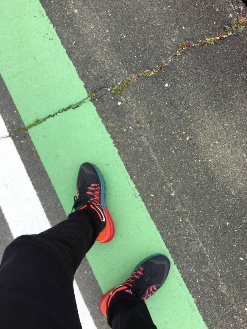 airmax2015でお散歩。履きすぎて右足のairに違和感…😓 めちゃめちゃ