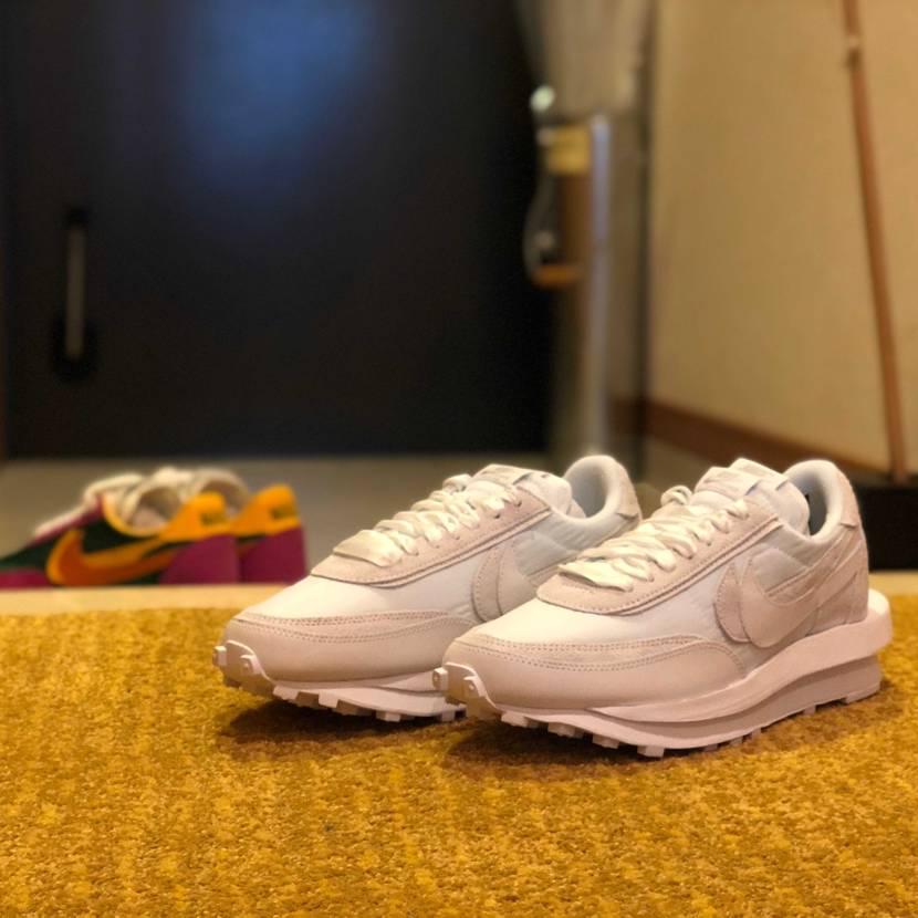 届いた靴の写真を撮るのが楽しい…