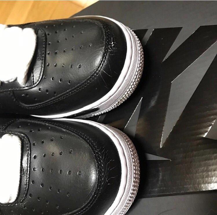 これ韓国先行発売されたけど、2、3回着用ですぐ黒のペンキ剥がれるみたいです。