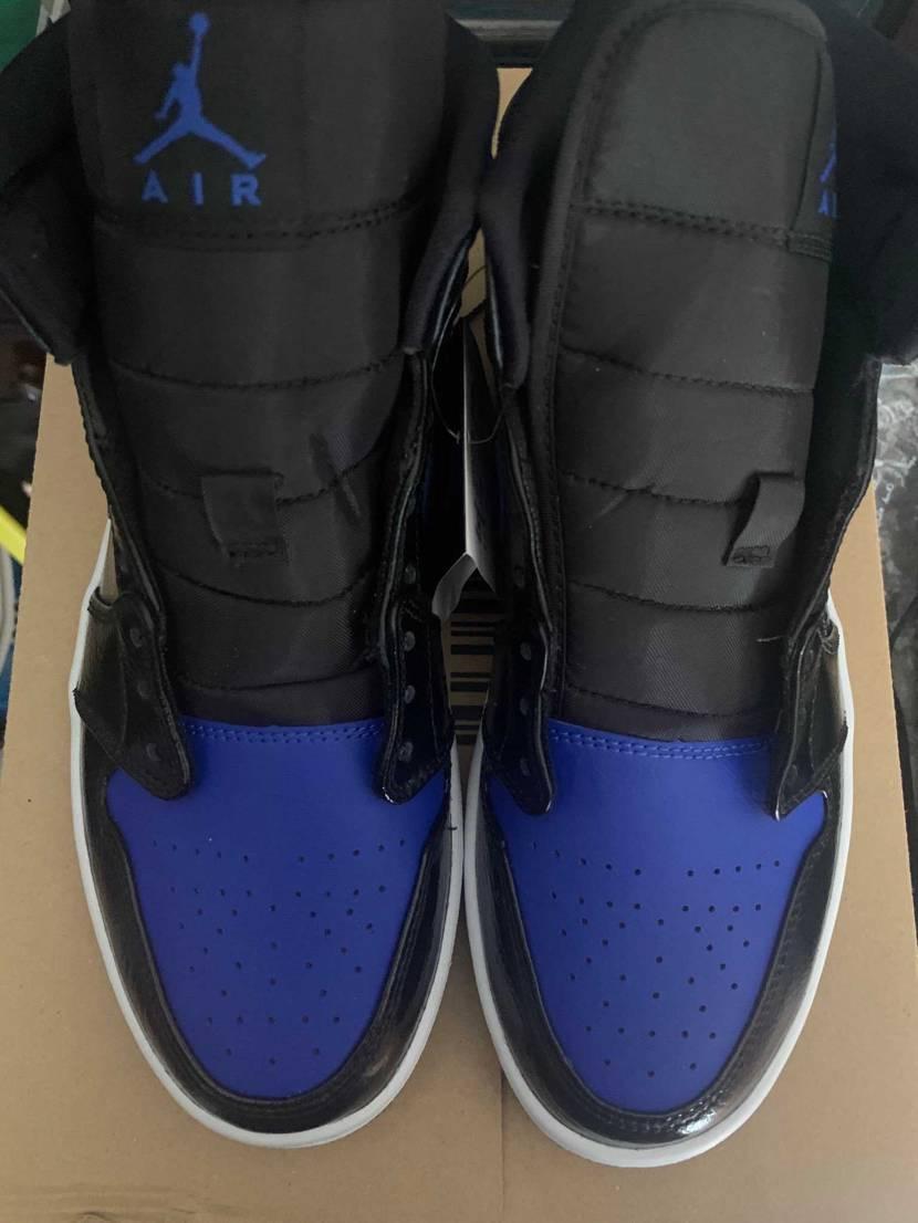 Nike.comで購入したものなんですが、さすがに左のシュータン捻れ過ぎですよね