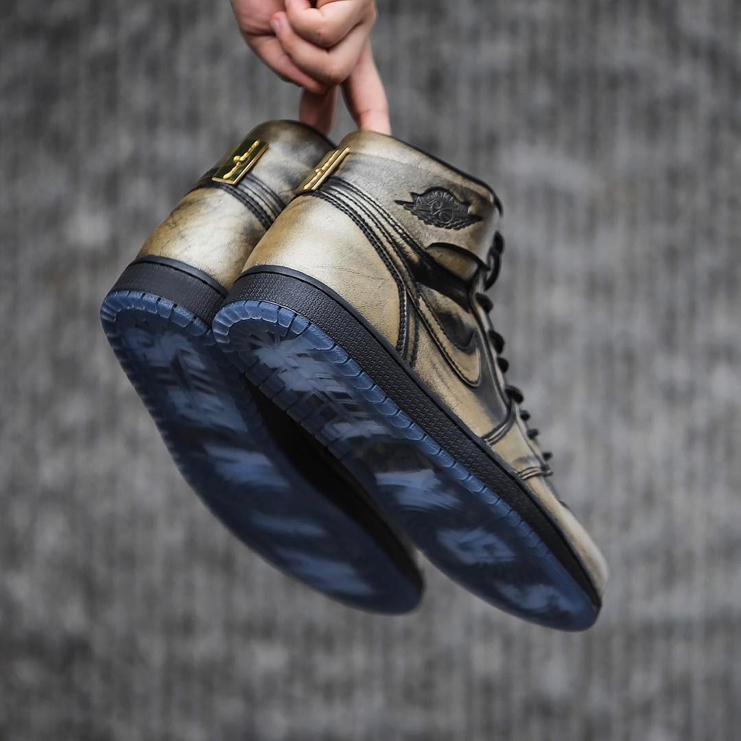 ナイキ エアジョーダン1 レトロ ブラック/メタリック ゴールド-ブラック