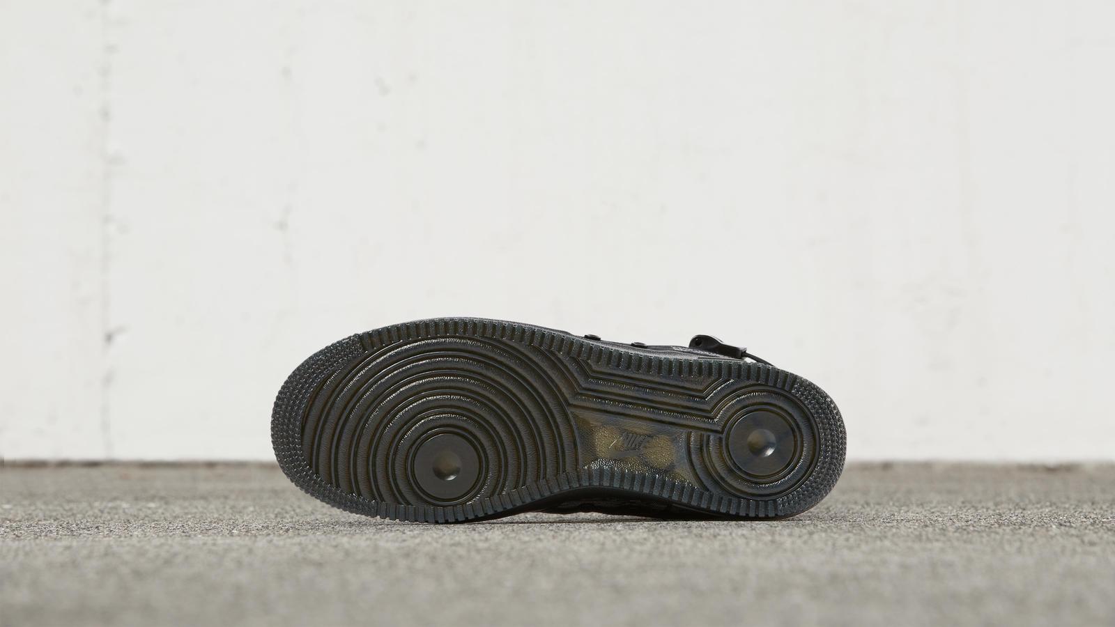 ナイキ スペシャル フィールド エアフォース1 ミッド ブラック/ブラック-タイガーストライプカモ 6枚目